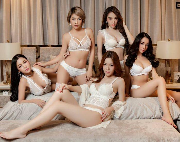 5Girls in bedroom